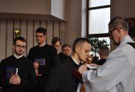 Ucałowanie relikwii św. Stanisława Kostki